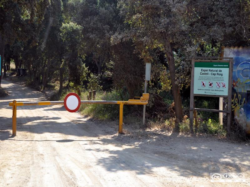 Aquesta mitjanit es tanca l'accés motoritzat a l'espai natural Castell-Cap Roig.