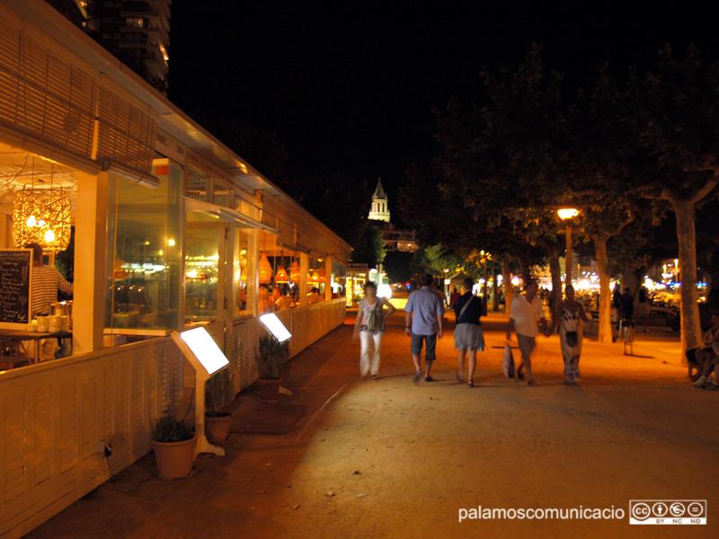 Bars i restaurants poden servir als clients només fins a les 11 de la nit.