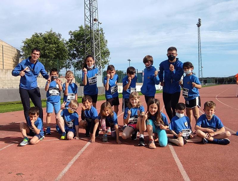 Pedrera de joves atletes de l'entitat palamosina. (Foto: Associació Atlètica Palamós).