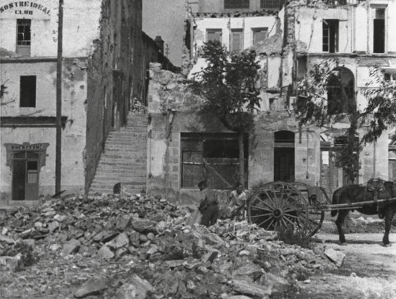 Efectes dels bombardejos feixisestes a Palamós durant la Guerra Civil. (Foto: Servei d'Arxiu Municipal).