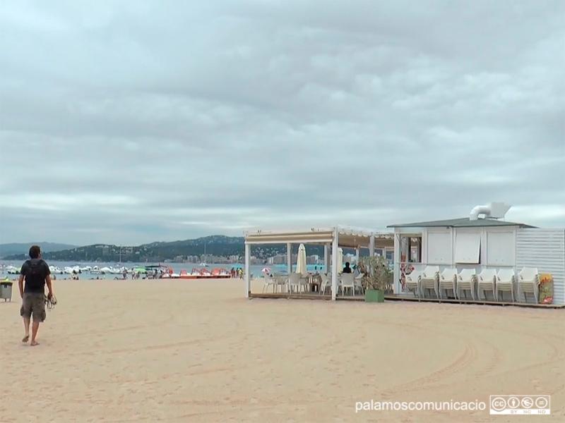 Un dels xiringuitos de la platja Gran de Palamós.