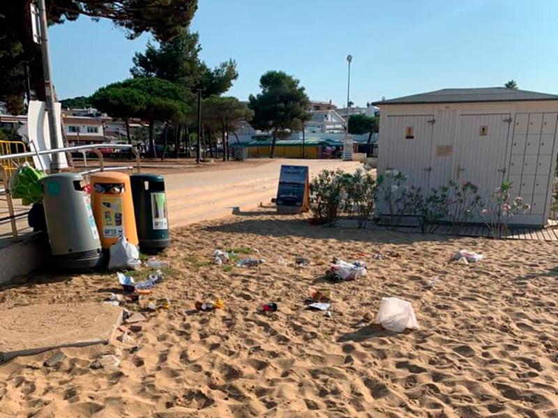 Imatge de denúncia de Junts x Catalunya de brutícia a La Fosca. (Foto: Junts x Catalunya Palamós i Sant Joan).