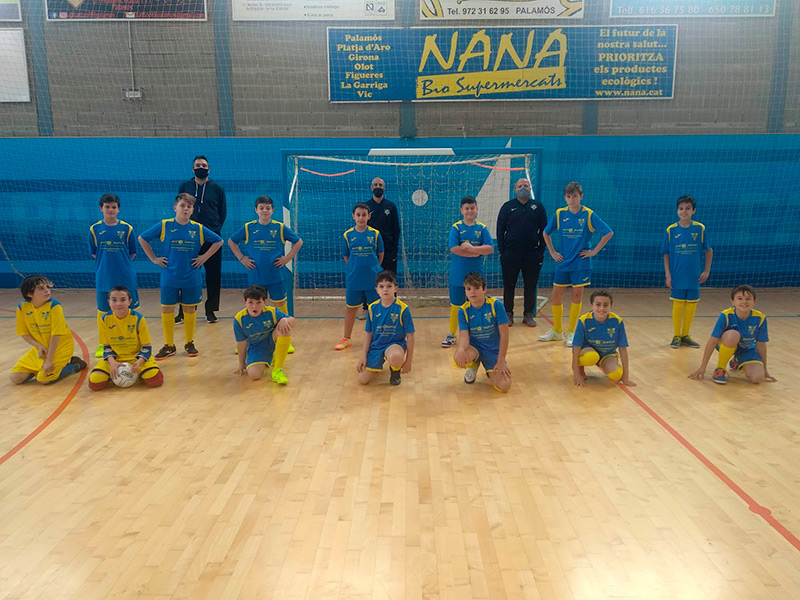 Jugadors alevins i infantils del Futbol Sala Palamós. (Foto: Futbol Sala Palamós).