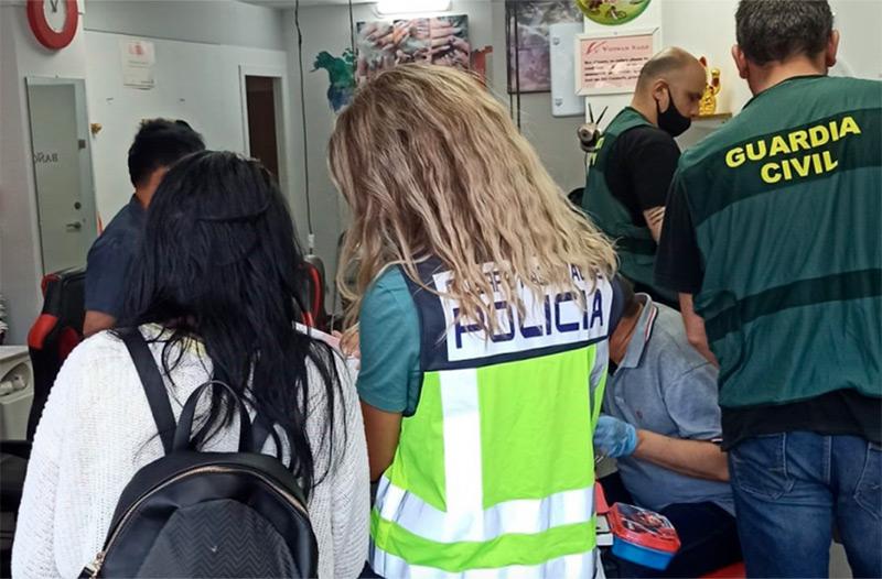 Operatiu policial contra l'explotació laboral a diversos punts de Girona. (Foto: Policia Nacional).