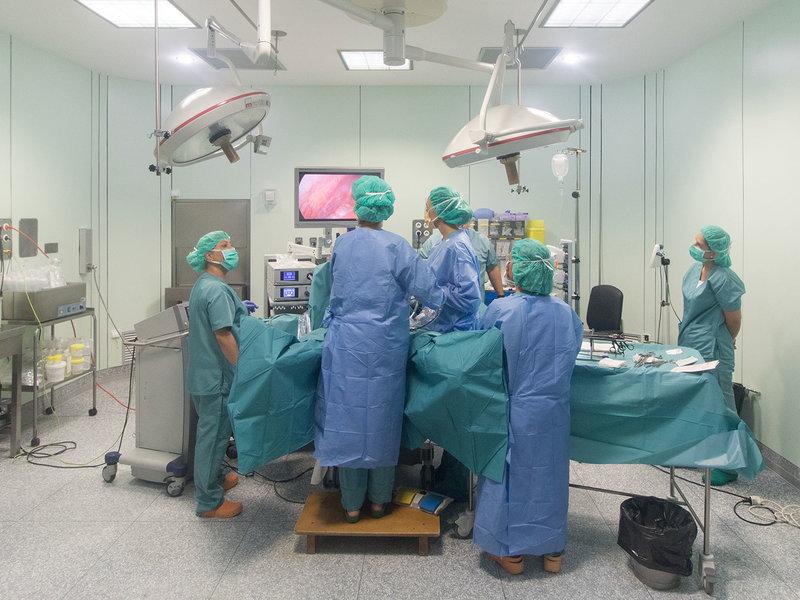 Imatge d'un dels quiròfans de l'hospital de Palamós. (Foto: SSIBE).