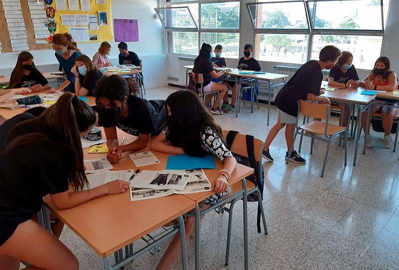 Alumnes de l'escola Vila-romà durant la realització de l'activitat del Tren Petit. (Foto: Ajuntament de Palamós).