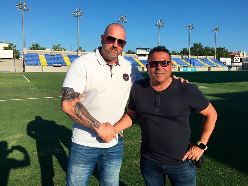 El president del Palamós, Patxi Otamendi i l'entrenador del primer equip, Mario Fernández. (Foto: Palamós CF):