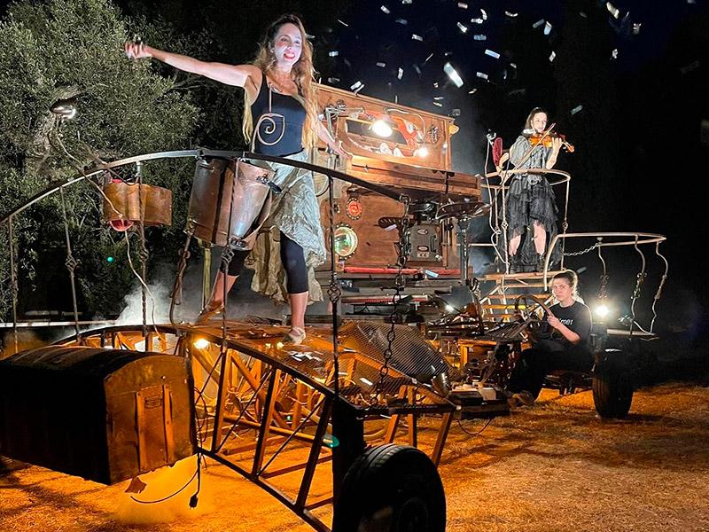 Imatge de l'espectacle d'inauguració del 25è aniversari de l'Estiu Actiu. (Foto: Jordi Bofill).
