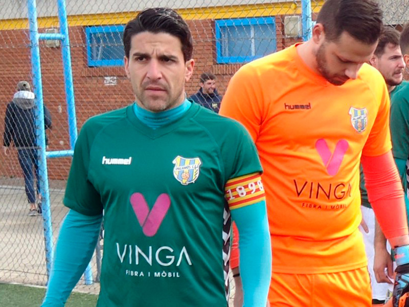 Sergio Garcia, en una imatge d'arxiu fent de capità amb el Palamós CF. (Foto: Sergi Cortés).