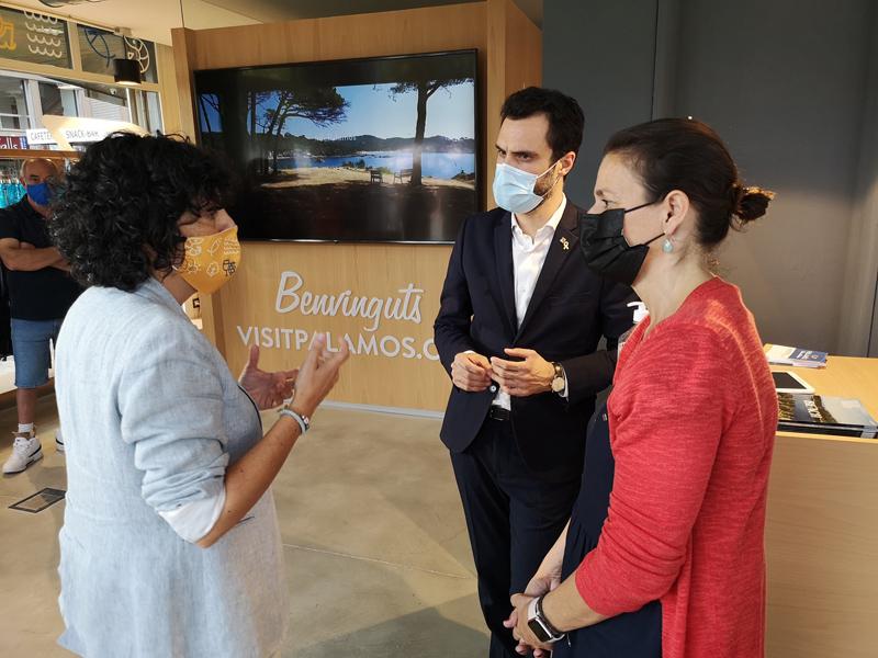 El conseller Roger Torrent, ahir durant la presentació de la nova Oficina de Turisme. (Foto: Ajuntament de Palamós).