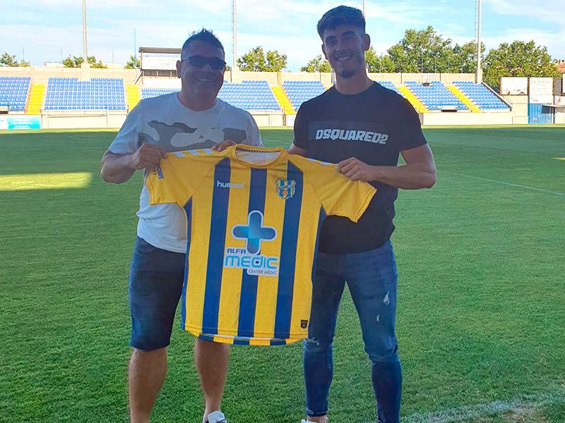 Toribio arriba del Llagostera B, on l'any passat va coincidir amb el tècnic, Mario Fernández. (Foto: Palamós CF).