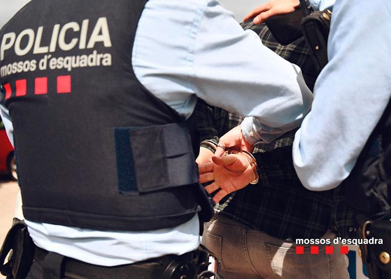 Els tres homes van ser detinguts pels Mossos d'Esquadra. (Foto: Mossos d'Esquadra).
