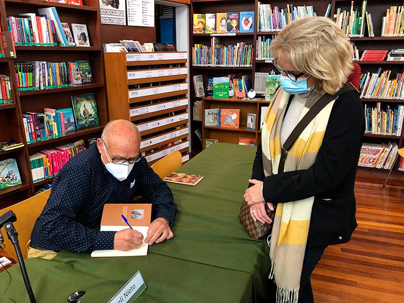 Rogeli Nieto el dia de la presentació del seu llibre a Begur, l'abril passat. (Foto: Ajuntament de Begur).