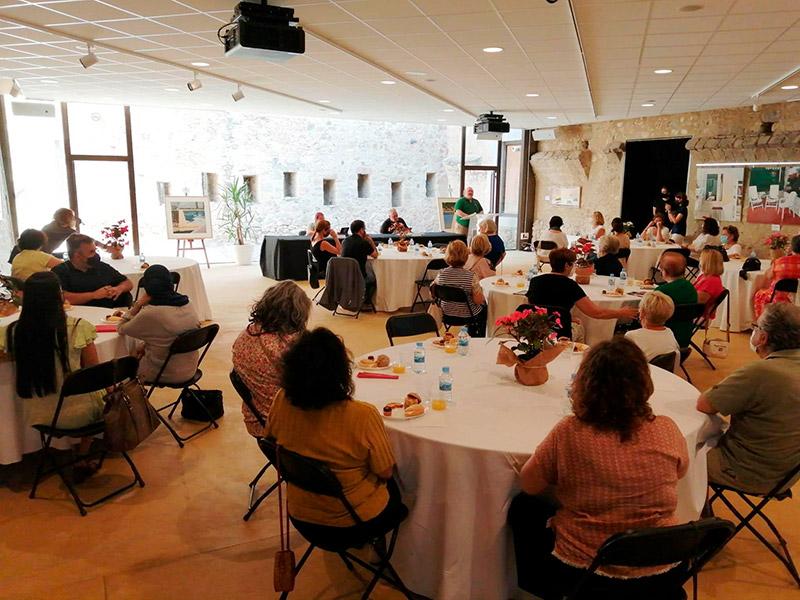 Imatge d'una jornada de debat al castell de Calonge. (Foto: Ajuntament de Calonge i Sant Antoni).