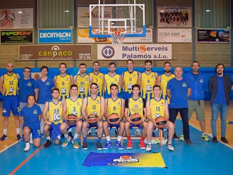 L'equip sènior del CE Palamós d'ara fa dues temporades. Una gran part de la plantilla continuarà jugant. (Foto: CE Palamós).