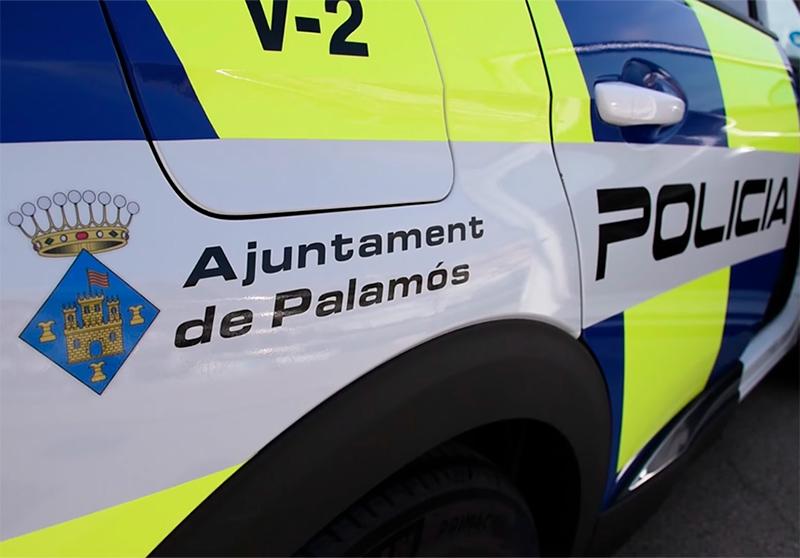 Policia Local i Mossos d'Esquadra vetllen pel compliment del confinament nocturn. (Foto: Ajuntament de Palamós).