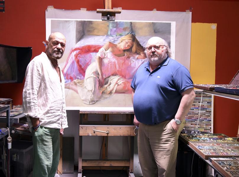 El pintor Vicente Romero amb l'alcalde Jordi Soler. (Foto: Ajuntament de Calonge i Sant Antoni).