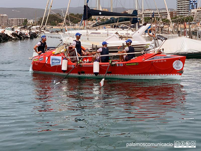 L'equip d'OceanCats entrant a Palamós, el passat 21 de juny, després de completar la travessia entre l'Ametlla de Mar i Palamós.