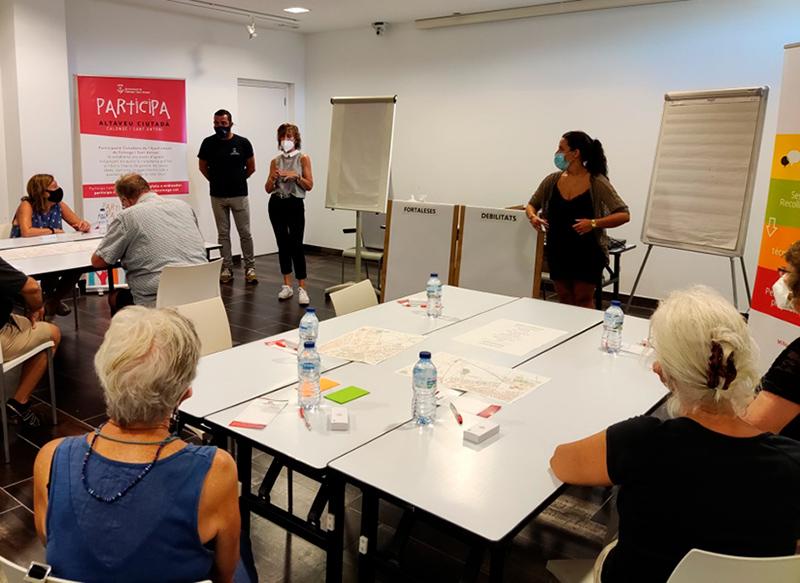 Els veïns i les veïnes dels barris de Puigsapera i Sant Antoni Est, durant la segona sessió de debat de dimecres al Palau Firal
