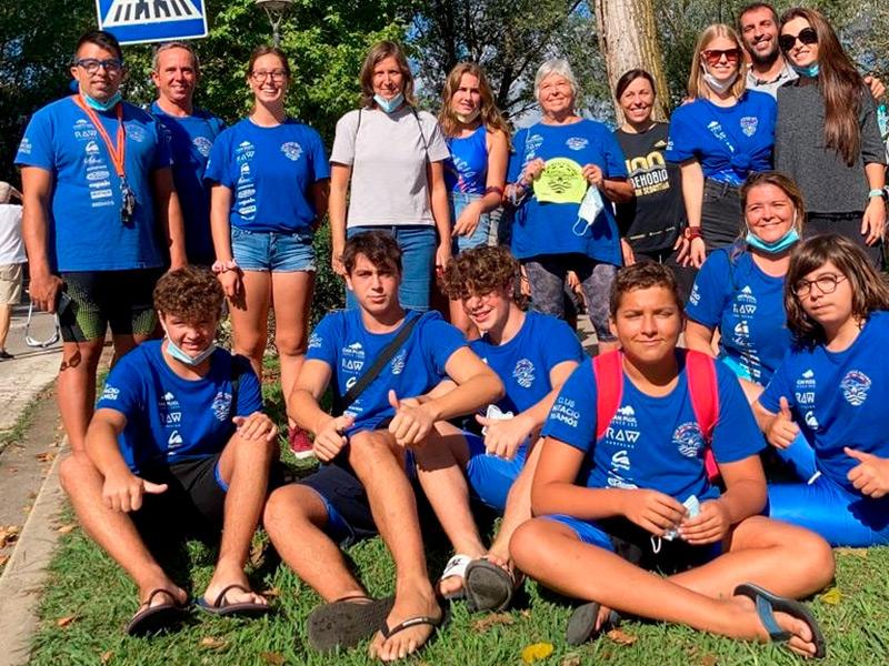 Participants del CN Palamós a la Travessia de l'Estany de Banyoles. (Foto: Club Natació Palamós).