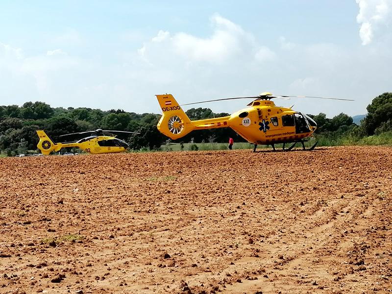 Dos helicòpters del Sistema d'Emergències Mèdiques, el passat 5 de setembre a la zona de Castell. (Foto: Transport Aeri de Catalunya).