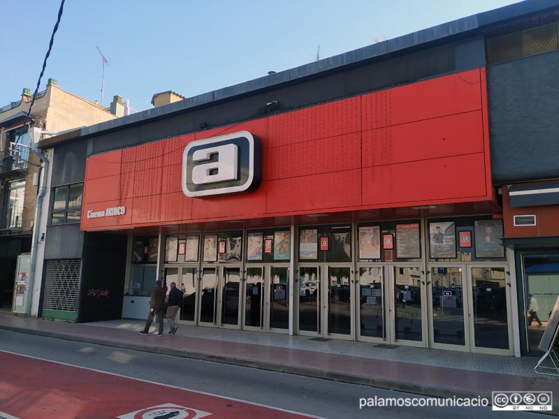 Els Cinemes Arinco de Palamós, a l'Avinguda de l'11 de setembre.
