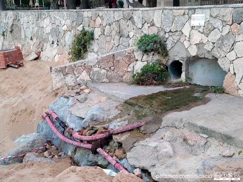 Vessament d'aigües residuals a La Fosca.