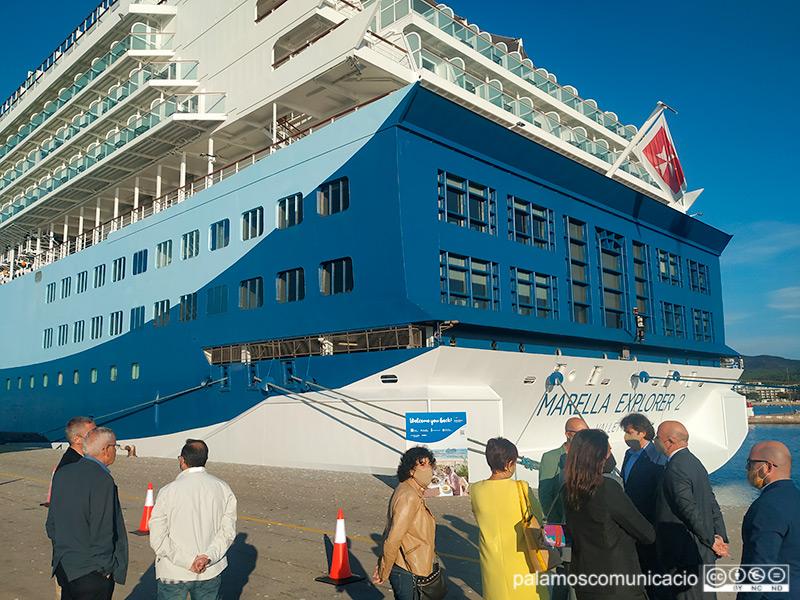 El Marella Explorer 2 va protagonitzar ahir la primera escala al port de Palamós en gairebé dos anys.