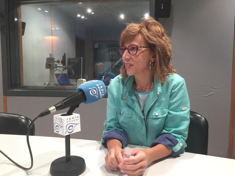 Teresa Ferrés, avui als estudis de Ràdio Palamós.